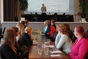 Projektipäällikkö Marika Saranne avasi seminaarin.