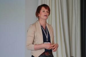 Ideoija ja oivalluttaja Reetta Koski tarjosi seminaariväelle erilaisia menetelmiä innovointiin arjessa ja työssä.