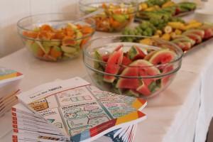 julkaSeminaarin osallistujille oli tarjolla tuoreita hedelmiä ja lisäksi Elävän Lapin uunituore loppujulkaisu.