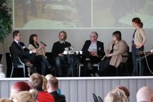 Talk show'ssa keskusteltiin hankkeen annista eri osallistujille (käyttäjä, kehittäjä, hyödyntäjä, mahdollistaja)..