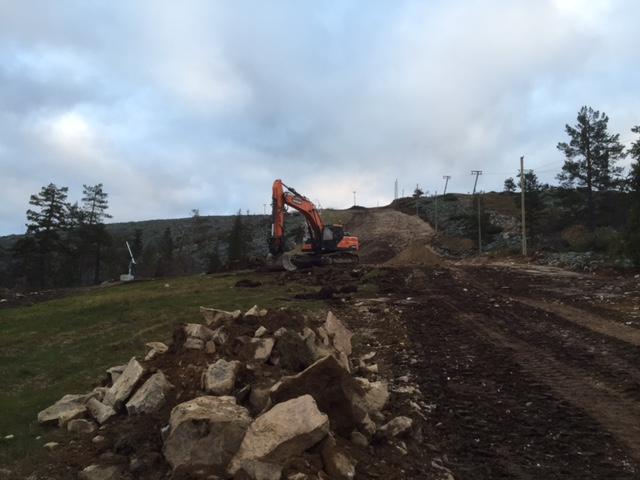rinteen-muokkaus-kaivinkoneella-heikki-saarensalmi-2016