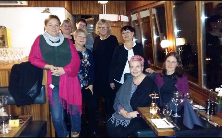 Kuva 1. MEDICO-tapaamisen osallistujat: Tea Brusas, Eva Westergren, Virpi Sulosaari (takana), Anja Mikkola, Jane Barsk-Pedersen, Kirsti Sandell, Annika Skogster ja Ireen Bruus.